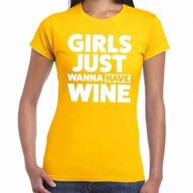 Girls just wanna have wine tekst t shirt geel dames