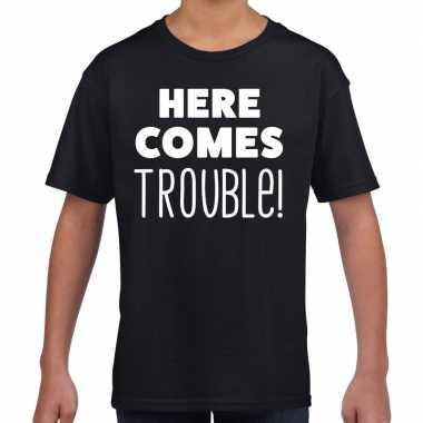 Here comes trouble tekst t shirt zwart kids