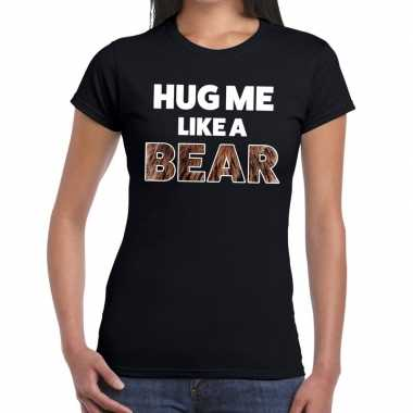 Hug me like a bear tekst t shirt zwart dames
