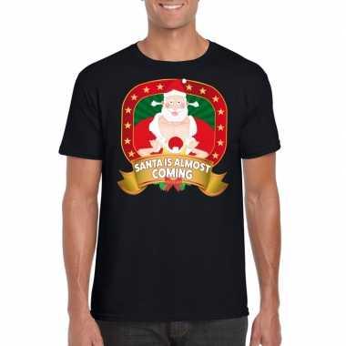 Kerstmis shirt zwart santa is almost coming player kerstman mannen