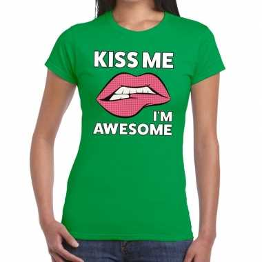 Kiss me i am awesome t shirt groen dames