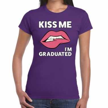 Kiss me i am graduated t shirt paars dames