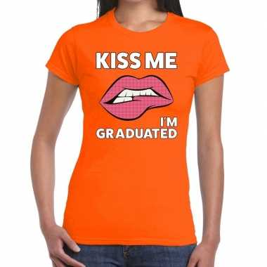 Kiss me i am gratuaded t shirt oranje dames