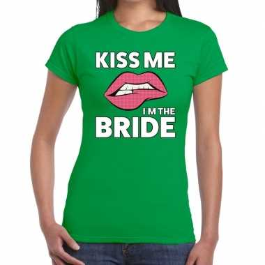 Kiss me i am the bride t shirt groen dames