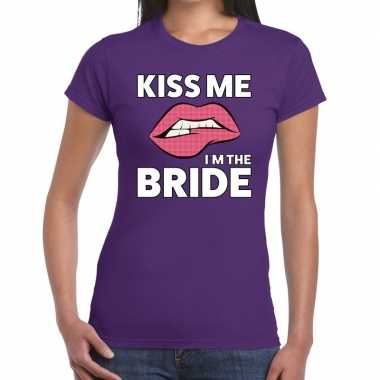 Kiss me i am the bride t shirt paars dames