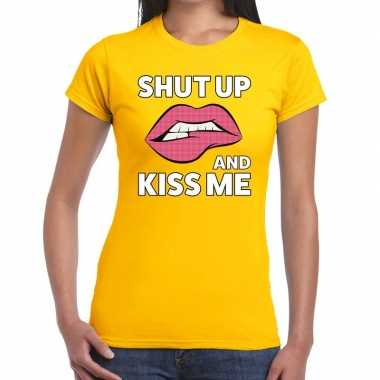 Shut up and kiss me t shirt geel dames