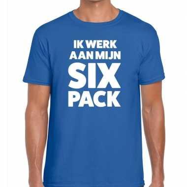 Toppers ik werk aan mijn six pack heren t shirt blauw