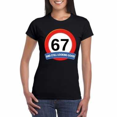 Verkeersbord 67 jaar t shirt zwart dames
