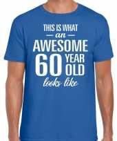 Awesome 60 year 60 jaar cadeau t-shirt blauw heren
