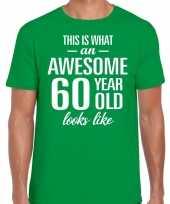 Awesome 60 year 60 jaar cadeau t-shirt groen heren