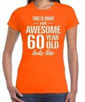 Awesome 60 year 60 jaar cadeau t-shirt oranje dames