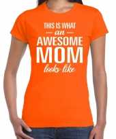 Awesome mom tekst t-shirt oranje dames