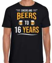 Cheers and beers 16 jaar verjaardag cadeau t-shirt zwart heren