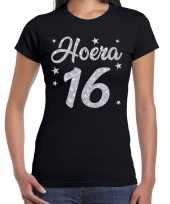 Hoera 16 jaar verjaardag cadeau t-shirt zilver glitter zwart dames