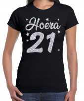 Hoera 21 jaar verjaardag cadeau t-shirt zilver glitter zwart dames