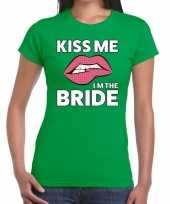 Kiss me i am the bride t-shirt groen dames