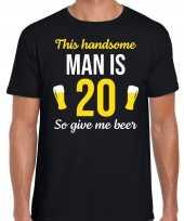 Verjaardag cadeau t-shirt 20 jaar this handsome man is 20 give beer zwart heren