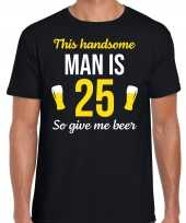 Verjaardag cadeau t-shirt 25 jaar this handsome man is 25 give beer zwart heren